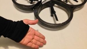 AR.Drohne mit Steuerhandschuh