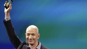 Amazon-Chef Jeff Bezos zeigt das Fire Phone