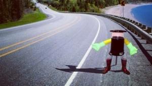 Hitchbot: Kann ein Roboter den Menschen trauen?