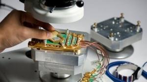Zu sehen ist der D-Wave-Prozessor, der angeblich Quanteneffekte ausnutzt.