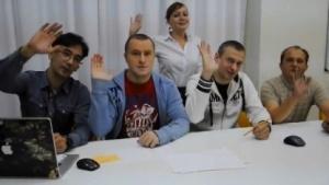 Entwickler stellen sich als Mitarbeiter von West Games vor