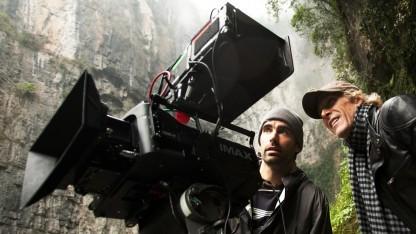 Michael Bay (r.) in China bei Dreharbeiten zu Transformers: Ära des Untergangs