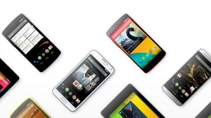 Samsungs Galaxy S5 inmitten anderer Smartphones mit purem Android