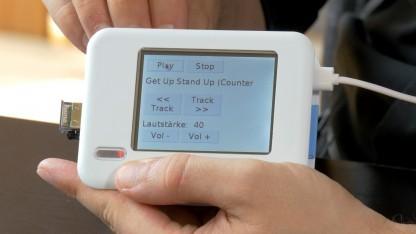 Raspberry Pi mit Touchscreen-Display und Bluetooth-Dongle