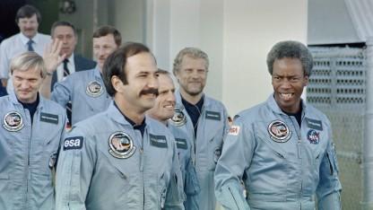 Hartsfield (3. v. r.) mit Kollegen vor einer Challenger-Mission 1985