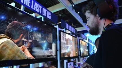 Spieler auf dem Sony-Stand einer Messe