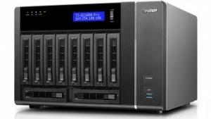 Bis zu zehn Festplatten und zwei mSATA-SSDs lassen sich in das neue NAS-System integrieren.