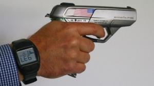 Schießt nur mit Uhr: Smart Gun Armatix iP1