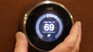 Der Energieverbrauch vernetzter Geräte wie dem Nest-Thermostat steigt.