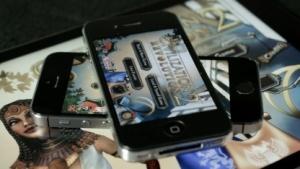 Civilization Revolution 2 auf iPad Air, iPhone 4 und iPhone 5S (Foto: Michael Wieczorek)