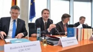 Der NSA-Untersuchungsausschuss in einer Sitzung in Berlin