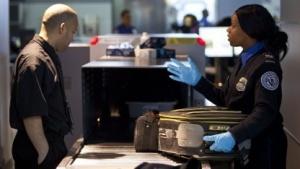 Gepäckkontrolle am New Yorker Flughafen John F. Kennedy