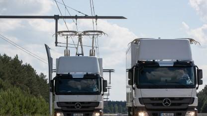 LKW mit Stromabnehmer auf einer Teststrecke nördlich von Berlin.