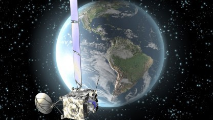 Im Computer erstelltes Bild eines Satelliten im Erdorbit