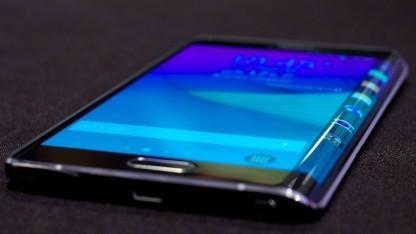 Anders als beim Galaxy Note Edge soll das neue Gerät ein biegbares Display haben.