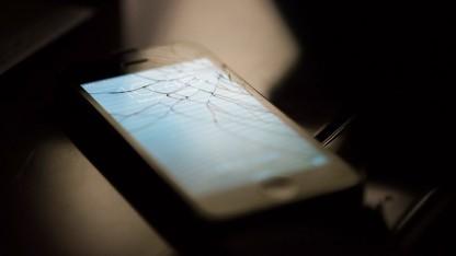 Ein iPhone 5 mit gebrochenem Display