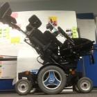 Intel: Stephen Hawking präsentiert smarten Rollstuhl
