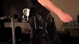 Soft Exosuit: die Bewegungen von Muskeln und Bändern beim Gehen imitieren
