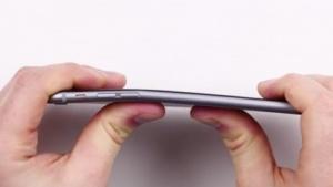 Unter heftigem Druck kann man das iPhone 6 Plus verbiegen.