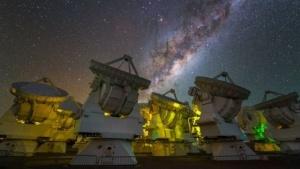 Alma mit dem Zentrum der Milchstraße: Verzweigte Moleküle könnten die Regel sein.