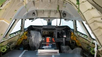 Sofia, eine zum Forschungsflugzeug umgebaute Boeing 747SP, mit ausgeräumten Cockpit