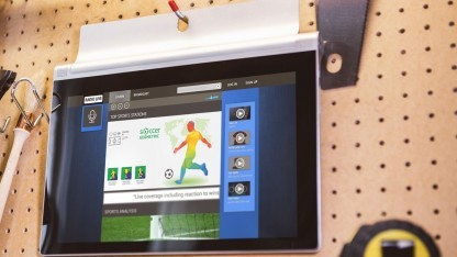 Yoga Tablet 2 mit verbessertem Standfuß