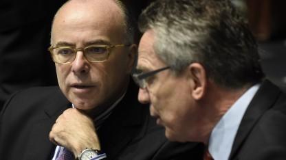 Bundesinnenminister Thomas de Maizière (r.) und sein französischer Amtskollege  Bernard Cazeneuve bei den Beratungen in Luxemburg