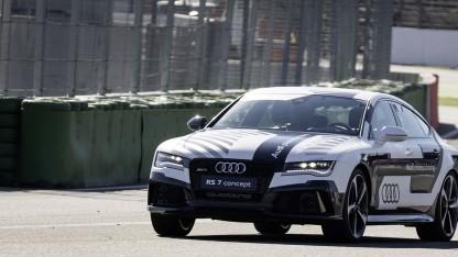 Audi RS 7 fahrerlos auf der Rennstrecke