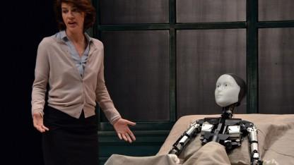 Verwandlung mit Roboter: kein Unterschied zwischen Mensch und Roboter