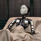 Die Verwandlung: Ein Roboter spielt Gregor Samsa