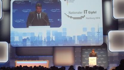 Wirtschaftsminister Gabriel auf dem IT-Gipfel in Hamburg