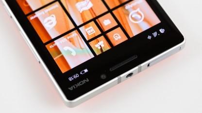 Das Lumia 930 mit Nokia-Schriftzug