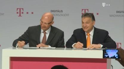 Telekom-Chef Tim Höttges und Staatschef Viktor Orbán im Februar 2014