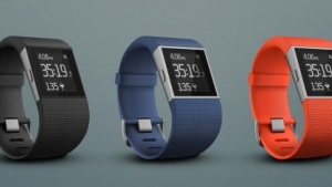 Die Fitbit Surge besitzt auch einen GPS-Empfänger.