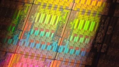 Xeons, wie hier die Haswell-EP auf einem Wafer, könnten bald NVM verwalten.