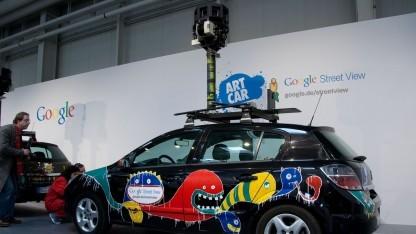 Fotofahrzeug für Street View (auf der Cebit 2010): Mitarbeiter zum Schweigen verpflichtet