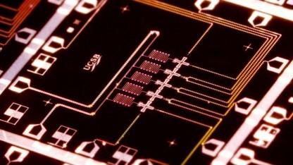 Ein potentieller Quantenprozessor, der die Quantenbits miteinander verbindet.