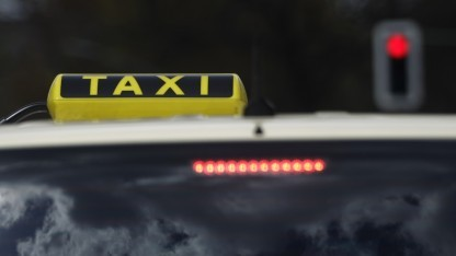 Taxifahren kostet nur die Hälfte.