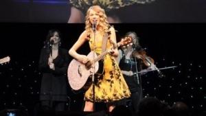 Taylor Swift bei einem Auftritt auf der CES 2010