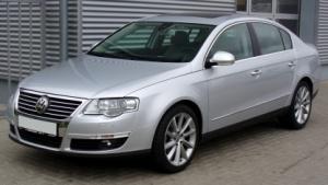Für einen Euro ersteigerte ein Bieter einen gebrauchten VW Passat (Symbolbild) bei Ebay.