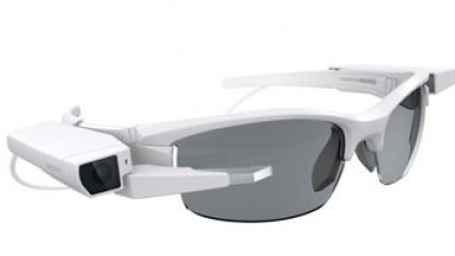 Sonys neue Datenbrille kann einfach an eine normale Brille montiert werden.