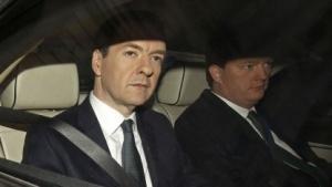 Der britische Schatzkanzler George Osborne (links im Bild)