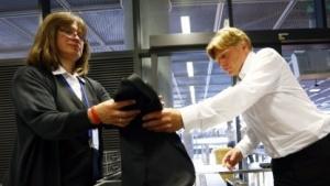 Sicherheitskontrolle am Frankfurter Flughafen (Symbolbild): Interesse der Allgemeinheit wiegt viel, viel schwerer.