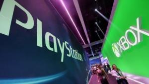Sony und Microsoft auf einer Spielemesse