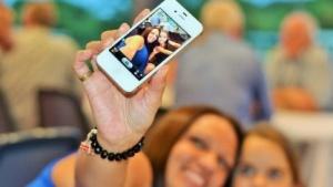 Werden jetzt automatisch von Facebook aufgehellt: Selfies