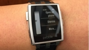 Pebble unterstützt Android-Wear-Benachrichtigungen.