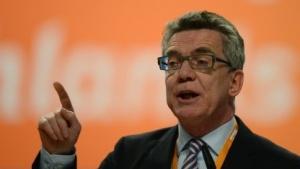 Innenminister de Maizière fordert Sicherheitsstandards von jeder kommerziellen Website.