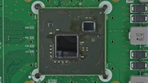 Multi-Chip-Module der Wii U, links die AMD-Grafikeinheit