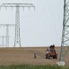 Breitbandausbau: CSU will, dass Kommunen Glasfaser als Oberleitungen verlegen