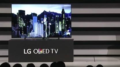 Der LG EG9900 OLED-TV auf der CES-Pressekonferenz 2015